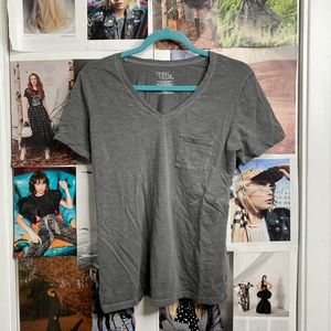 Perfect distressed wash grey one-pocket tee!
